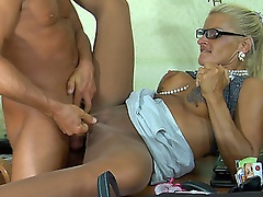 Dumb blonde sec in sleek shiny hose servicing her boss in the office