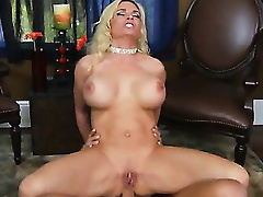 Tonight Diamond Foxxx is on the prowl concerned for some large youthful wang. This Babe just now pounces on her date when that guy arrives. Shocked to